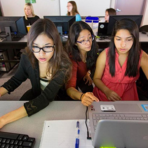 highschool-girls-learn-coding